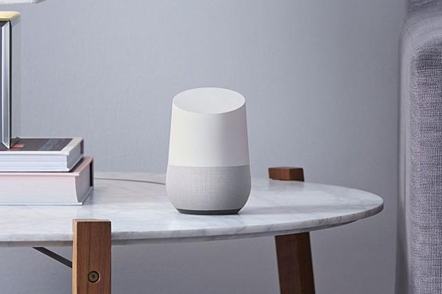 画像1: Googleが近々リリースすると噂される音声アシスタントを搭載したGoogle Homeですが、これはAmazon Echoの対抗馬になると言われており、価格が129ドルあたりになるということで、Amazon Echoと比較すると50ドルほど安いようです! The post Google HomeはAmazon Echoの対抗馬、価格は129ドルとのこと!気になるサードパーティー向けの拡張性は? appeared first on Spotry.me. spotry.me