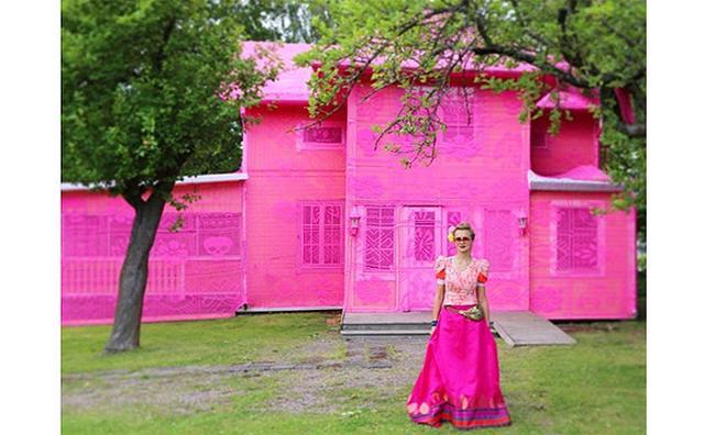 """画像: どんな人にも""""家""""と呼べる場所があるべき...世界平和のためにつくられた「ピンクの家」がステキ"""