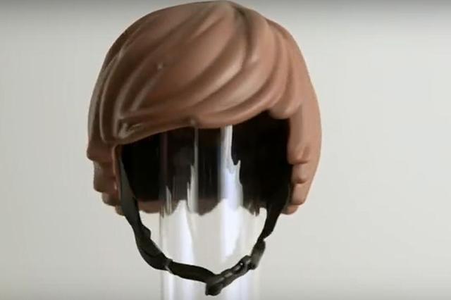 画像1: 子どもは自転車が大好きだ。 しかし自転車に乗るときは、安全のため必ずヘルメットをかぶってほしい。 そんな思いから、広告代理店DDBストックホルムオフィスのSimon Higby氏、及びコペンハーゲンオフィスのClara Prior 氏は、子どもが喜んでかぶりたがるヘルメットを開発した。 それがこちら▼ このヘルメット、どこかで見たことないだろうか? そう、ココから拝借したものだ。 子どもが大好きなLEGO人形の頭にのせるヘア(かつら)である。 デンマークのデザイン会社MOEFは、同氏らのアイデアをもとに雛形を作成。 レゴ人形の髪の内部にヘルメットを装着するイメージだ。 3Dプリンターで型を取ったら、 色を塗って、 完成である。 Hi [...] irorio.jp