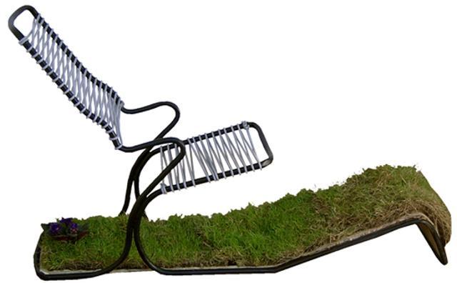 画像: この発想はなかったww天然芝付きのチェアでお部屋の中でもピクニック気分が味わえる