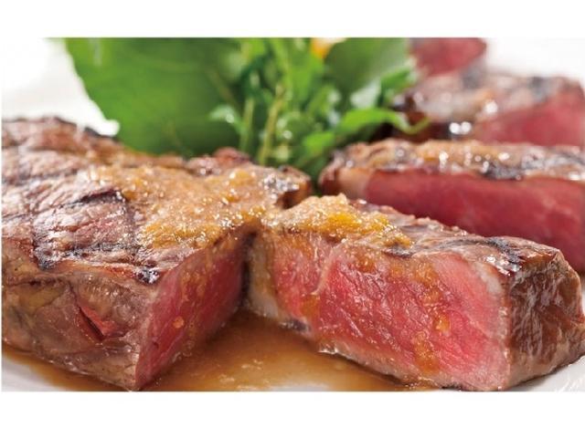 画像: 肉好き女子は集まれ!フォルクス初のステーキ食べ放題企画で、やわらかくジューシーな熟成サーロインを堪能