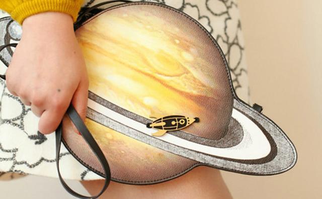 画像: コーデを一気にトレンド風に☆土星を模った個性派バッグがキュート