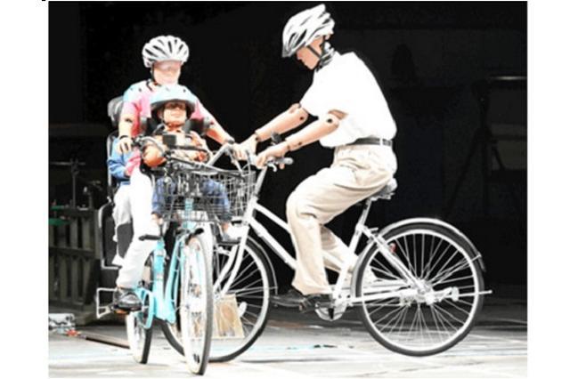 画像1: 「自転車」事故の危険性が明らかになった。 JAFが「自転車の出会いがしら事故」を検証 JAFは14日、自転車同士の「出会いがしら事故」の検証結果を公開。 自転車運転中、交差点で他の自転車にぶつかりそうになりヒヤッとしたことはありますか? もし転倒や事故が起きてしまったら、頭部を地面などに強打して致命的なケガを負う危険性が高くなります。 その衝撃がどれほどのものなのか実験を行いました! https://t.co/KG4aO90IWN pic.twitter.com/bkGnuHqPdj — JAF (@jaf_jp) 2016年10月14日 ヘルメットなしの場合、ヘルメット着用時の約17倍もの危険性があることが分かった。 時速20kmで [...] irorio.jp
