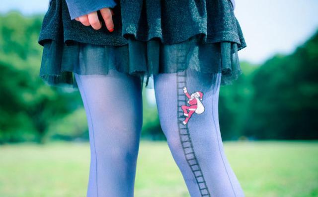 画像: 太ももに視線が集中しそう?キュートなキャラが脚をよじ登るタイツが誕生♡