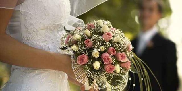 画像1: 晩婚化が進む昨今。内閣府が発表したデータによると、平成25年の平均初婚年齢は男性が30.9歳、女性が29.3歳。 これは極めて高い数字で、昭和55年の平均初婚年齢から比較すると男性が3.1歳(27.8歳)、女性については4.1歳(25.2歳)上昇している。 晩婚化は少子化にも影響を及ぼすだけに、早期の結婚を促そうと国や民間が婚活イベントを開き、出会いの場を提供中だ。 趣味を限定した婚活イベントが人気 「婚活イベント」と聞くと、パーティ形式で男性と女性が飲食しながら会話を交わすというのが定番。一定の効果はあるものの、成功率が上がってこない悩みもあった。 一番のネックは、「話があわない」こと。趣味や生きてきた過程が違う男女では価値観が合 [...] irorio.jp
