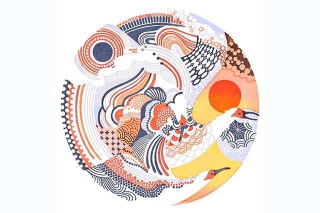 """画像1: 多色刷り消しゴム版画作品の絶妙な色合いが繊細で美しいと話題を呼んでいる。 幻想的なデザインも印象的 この作品を制作しているのは、多色刷り消しゴム版画作家のアオヤマヤスコさん(@nijinoink)。 こちらの""""星影""""という作品は、版画を立体的に表現したアイデアが印象的。 遠くに浮かぶ月とそれに向かって飛翔する鳥の幻想的な美しさに目を奪われる。 今回は彼女に多色刷りの消しゴム版画作品を制作し始めたキッカケ、そして作品を制作する際に工夫している部分や特に難しい箇所などに関して伺った。 やってみたいことが増えて今の形に ――多色刷りの消しゴム版画作品を制作し始めたキッカケは? 元々は消しゴムはんこの制作をしていました。 アオヤマ ヤス [...] irorio.jp"""