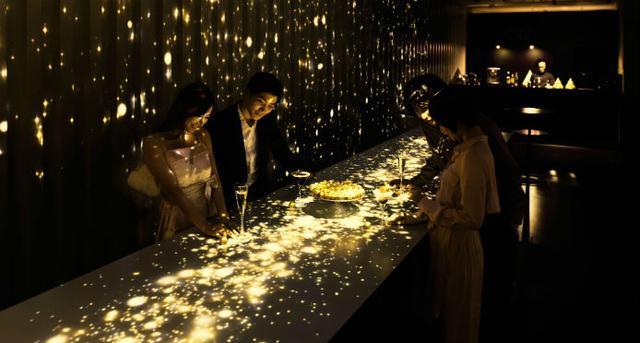 画像: 舞い降りる金の雪がお出迎え!「フェレロ ロシェ」体験型イベントがゴージャス