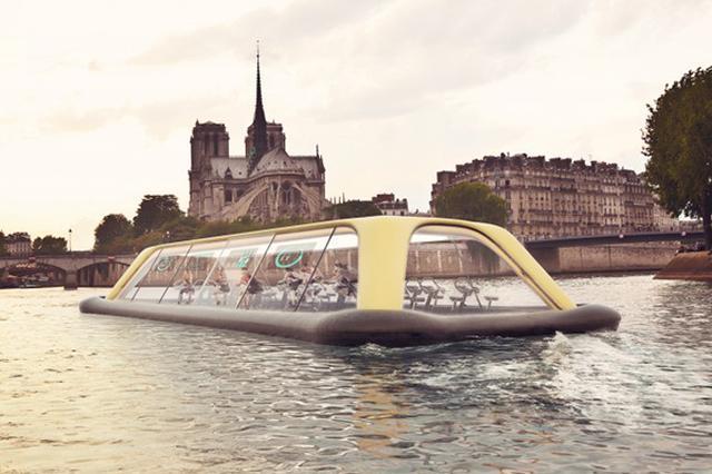 """画像1: イタリアのデザイナー、カルロ・ラッティ氏がフィットネス機器メーカーのTechnogymなどと共同で""""ナビゲートジム""""のアイデアを発表しました。 """"ナビゲートジム""""はセーヌ川を下る屋根付きのボートで、1台あたり20メートル。45人まで乗ることができます。中では人々がフィットネスジム定番のマシン、エアロバイクを利用しています。 利用者は窓からセーヌ川の風景を眺めながらエアロバイクに励むことができるというわけで、とても気持ちよさそうですが、このボートは人力でないと動きません。 エアロバイクを漕ぐことで電力が発生し、ボートが航行するという仕組みになっているのです。 エアロバイクを漕がないと進まないボート """"ナビゲートジム""""は、エアロバイクで [...] irorio.jp"""