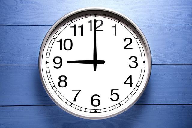 画像1: うるう秒対策として、気象庁が一部「海底地震計」のデータ利用を一時停止する。 誤報を防ぐため一時停止へ 気象庁は19日、2017年1月1日の「うるう秒」挿入による緊急地震速報の誤報等の影響を防ぐために、東海沖~熊野灘にかけて設置している海底地震計の緊急地震速報への利用を約15分間停止すると発表した。 この間、同海域で発生した地震の緊急地震速報の発表が最大12秒ほど遅れる場合があるという。 「天文時」と「国際原子時」のズレを調整 「うるう秒」とは、地球の公転・自転に基づく「天文時」と原子時計に基づく「国際原子時」のズレを調整するために追加される秒のこと。 1972年から「うるう秒」の実施が始まり、前回は2015年の7月1日午前9時の直前 [...] irorio.jp