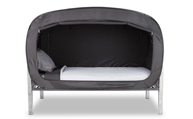 画像: お部屋にいながらキャンプ気分!一瞬でベッドがプライベート空間に変身するテントが秀逸