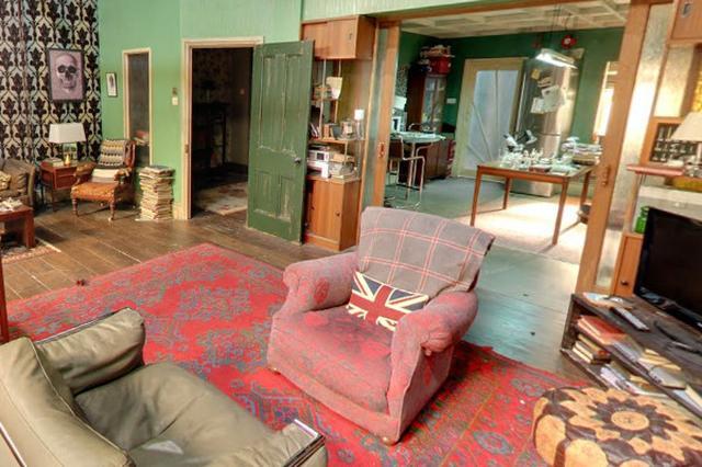 画像1: コナン・ドイルの『シャーロック・ホームズ』シリーズに一度でも触れたことのある人なら、シャーロック・ホームズが住んでいたのはロンドンのベーカー街221B、という設定はご存知のはず。 近年ではイギリスBBC放送が21世紀のイギリスを舞台に、自称「コンサルタント探偵」のシャーロック・ホームズが活躍する『シャーロック』を製作、日本でもNHK総合で放送されていました。 このドラマの登場人物のシャーロックとワトソンはベーカー街221Bの2階で同居しているという設定で、ハドソン夫人が住んでいる1階には「Speedy」というカフェがあったことを覚えているでしょうか。 GoogleストリートビューでロンドンのSpeedyを検索して「イン [...] irorio.jp
