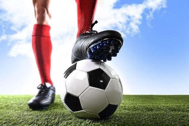 画像1: ワールドカップの出場枠が大幅に増えることが決まり、賛否両論の声がよせられている。 2016年大会から 国際サッカー連盟(FIFA)は10日、2016年のFIFAワールドカップから出場枠を現在の32チームから48チームに拡大すると発表した。 FIFA Council unanimously decides on expansion of the FIFA World Cup to a 48-team competition as of 2026. https://t.co/zPRIt5lU0w — FIFA Media (@fifamedia) 2017年1月10日 理事会で全会一致で決定したという。 16グループに分けて1次リーグ [...] irorio.jp