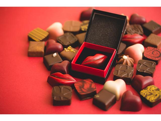 画像: キスの贈り物に彼もドキッ!?唇の形をしたボンボンショコラ