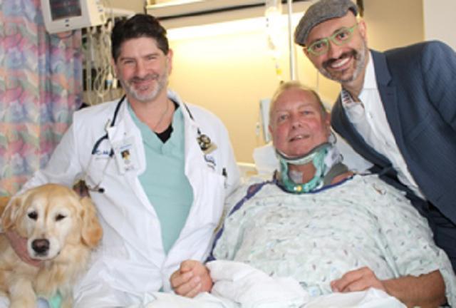 画像1: 冷え込んだ大晦日の夜、思いがけない事故にあった飼い主を温め続け、命を救った1匹のワンコがいる。 自宅の敷地内で転倒し、動けなくなった飼い主 ミシガン州にある病院、McLaren Northern Michiganが1月10日に掲載したプレスによると、大晦日の夜、ボブさんは自宅で愛犬のケルシーちゃんとともにテレビを見て過ごしていたという。 10時半ごろ、テレビがCMに入ったタイミングで、暖炉の薪を取りに外へ走って出たボブさん。一瞬だけ外に出る予定なので、ズボン下にシャツ、そしてスリッパという軽装だったそうだ。 しかし、もう少しで屋内というところで転倒。その拍子に脊髄を痛めて動けなくなってしまった。 飼い主を20時間温め続けた 大きな声 [...] irorio.jp