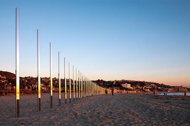 画像: 太陽と波の反射にうっとり...♡西海岸のビーチに現れたミラーアートがロマンティック