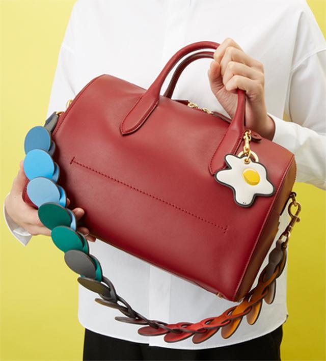 画像: お仕事バッグ、どうやって人に差を付ける? チャームやスカーフetc、アクセの飾り方。