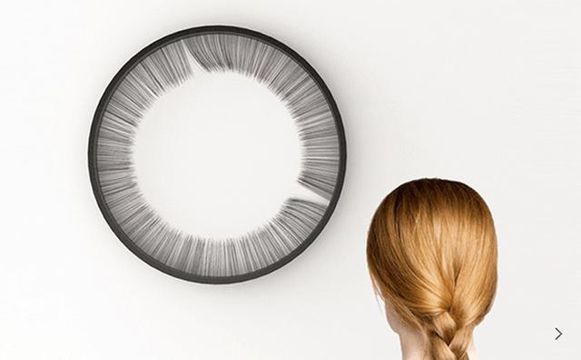 画像: 時計がまばたきしてる...!?フサフサの毛が時を示すアートクロックに魅せられる