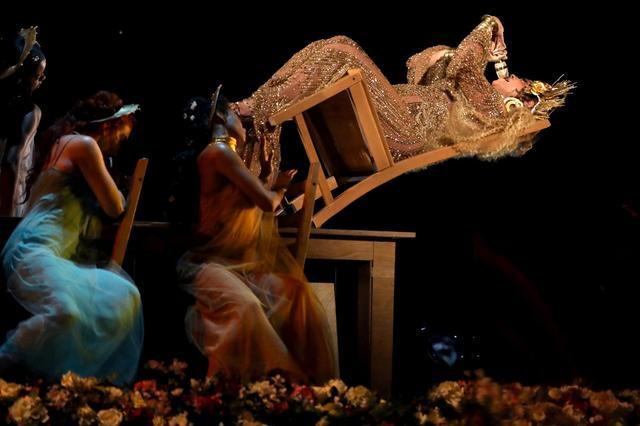 画像: アデルがグラミー賞で5冠、主要3部門受賞。