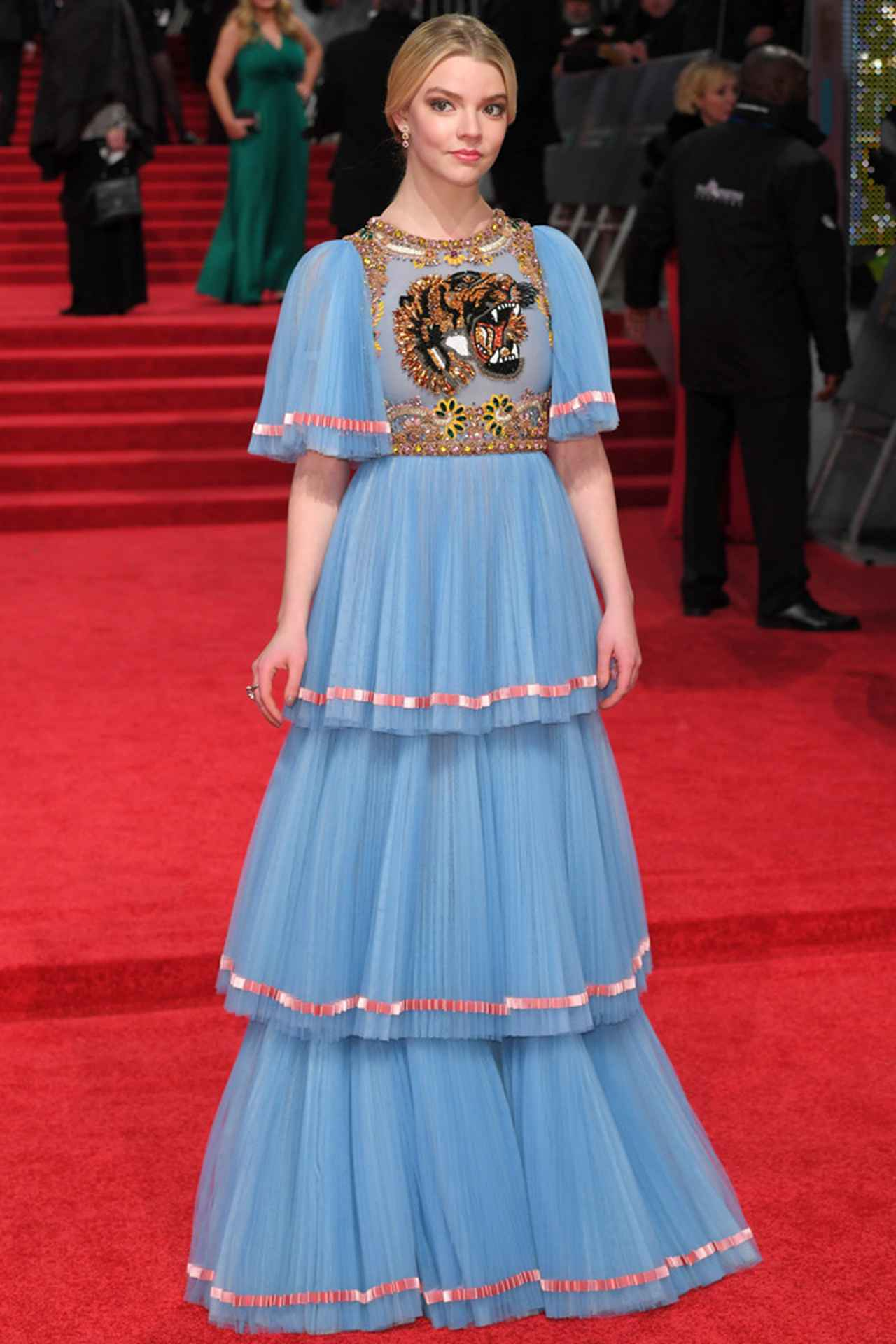 3b92c32c07f42 キャサリン妃も来場! 第70回英国アカデミー賞のレッドカーペットドレス ...