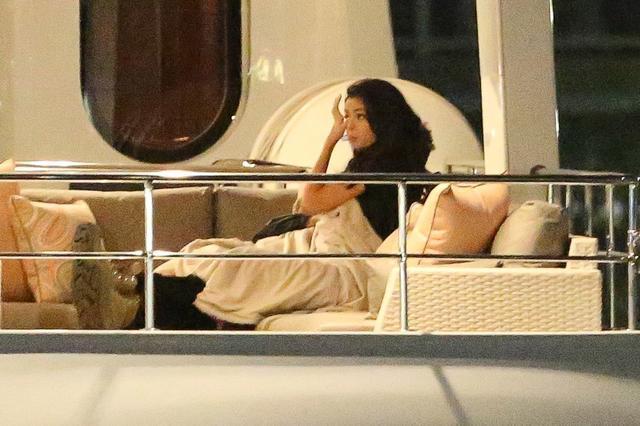画像: セレーナ・ゴメスとザ・ウィークンド、ロマンチックなヨット小旅行を楽しむ。
