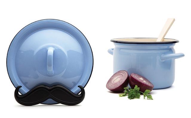 """画像: 料理がもっと楽しくなる!""""ヒゲ""""モチーフの鍋蓋ホルダーがかわいい♪"""