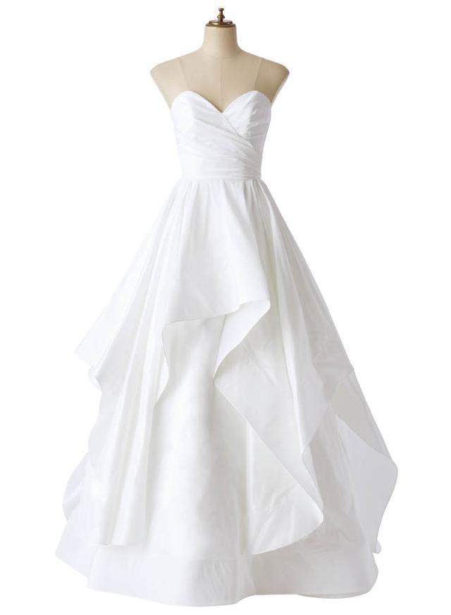 画像: 純白で魅了する 究極のソフィスティケーション。心に響く一着を探して。最旬パーフェクト・ドレスカタログをあなたに。