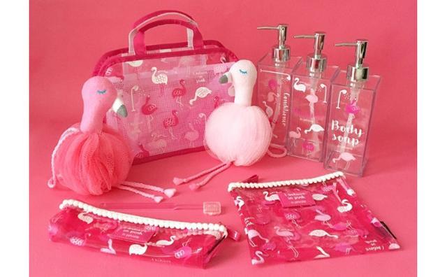 画像: ピンクだらけでテンション上がる♡フラミンゴと虹がラッキーチャームの新生活グッズがPLAZAで発売