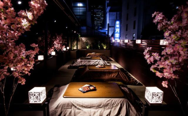 画像: 赤坂で大人のお花見♪桜を見ながらこたつで鍋が食べられるテラスがステキ