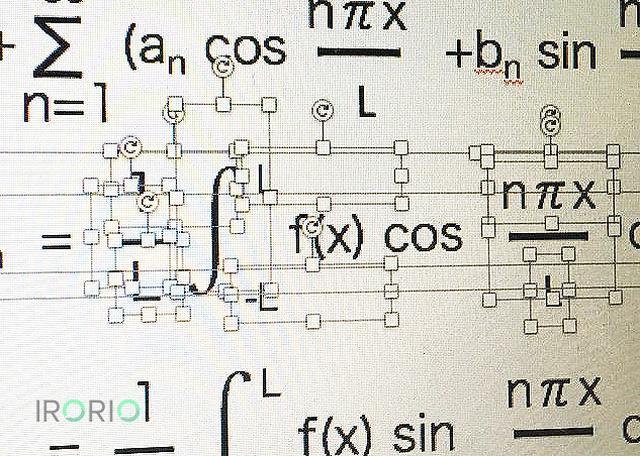 画像1: ある理系学生の苦労がうかがえるスライドショーが話題になっています。 数式挿入モードを知らず 近畿地方の大学院で音響学を研究するやまかつ!さん(@kyama0321)が4月20日、Twitterに投稿したパソコン画面の写真が、5000以上リツイートされています。 パワポの数式挿入モードを知らないで数式を記述した後輩すごい(承諾済み) pic.twitter.com/DQKyC1bDJw — やまかつ!(しゅうかつ!) (@kyama0321) 2017年4月24日 画面では、スライドショー作成ソフトのパワーポイント(通称:パワポ)で、フーリエ級数といった数式を表示。 しかし、大学4年生という後輩学生は、記号ごとに文字を入力する場所(オ [...] irorio.jp