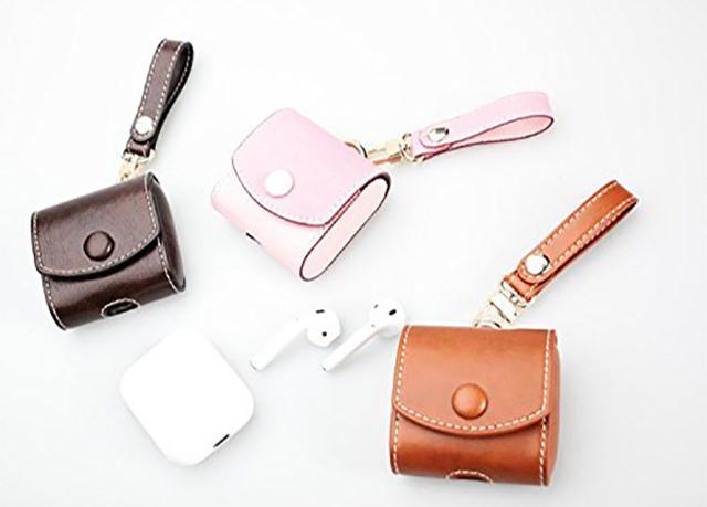 画像: シーンを選ばず使えそう!鞄につけられるストラップつきAirPods専用ケースが便利!