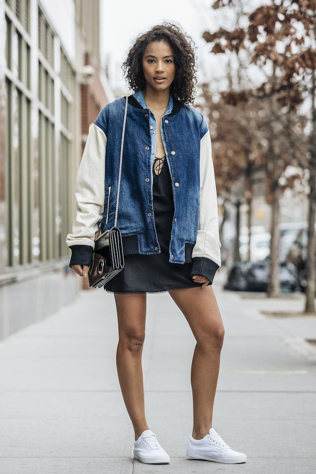 画像: ミニスカートはハードなブーツで決めるのが正解! NYの最旬スナップ。