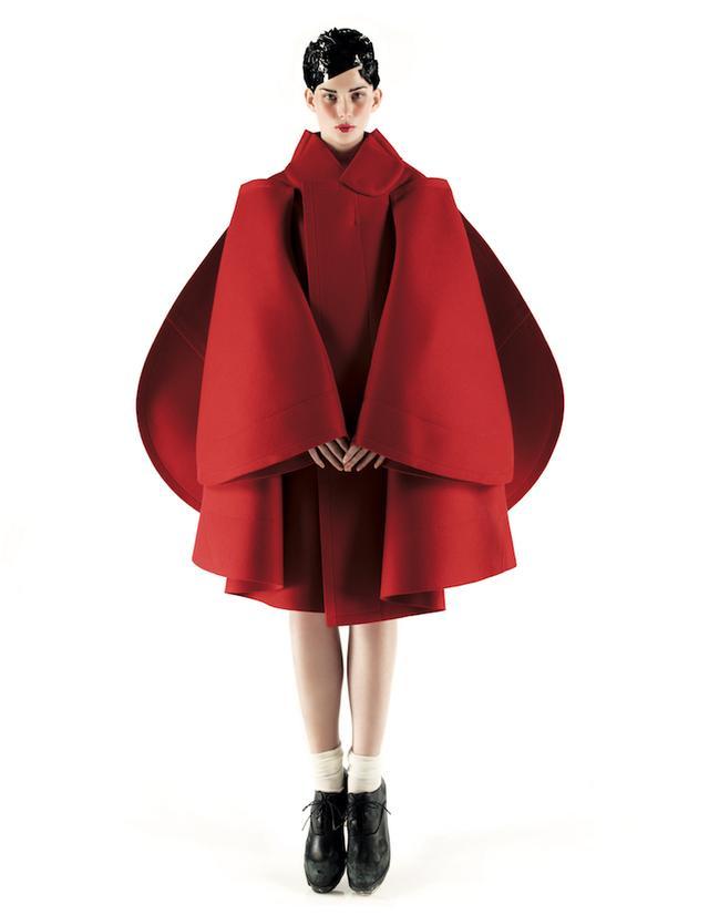 画像: コム デ ギャルソンが私たちに伝えた「強い服」。