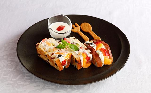 画像: ほんのり焼いたレーズンパンが絶妙!資生堂パーラーの新作フルーツサンドがおいしそう♡