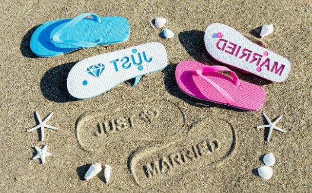 画像: 海に行きたくなっちゃう!砂浜にメッセージをスタンプできるビーチサンダルが楽しい♪