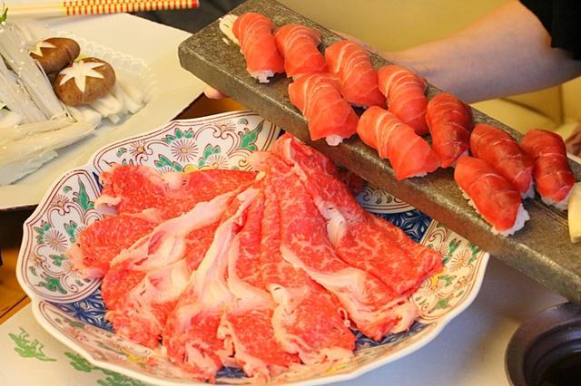 画像1: 浦和ロイヤルパインズホテル5Fにある「日本料理・四季彩」では、5月8日~5月21日までの間、国産牛しゃぶしゃぶと鮪中トロ握り寿司の食べ放題を開催しています。 煮物と天ぷらの盛り合わせもついた2週間限定の特別企画!浦和界隈にある日本料理店の中でも、特に人気の高い「日本料理・四季彩」での食べ放題とあって、注目を集めています。 厳選した国産牛を贅沢に使用し、溶ろける食感と肉の旨味を最大限に堪能できるので、肉好きにはたまらない企画! 今回は、採算度外視の食べ放題の秘密を探るべく潜入してきました。 JR浦和駅から徒歩7~8分の場所にある「日本料理・四季彩」は、浦和ロイヤルパインズホテル5Fに店を構えています。 日本料理店らしく、和の要素をふん [...] irorio.jp