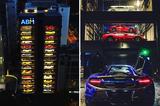 画像1: 缶ジュースやスナック菓子の大型自販機ならまだわかるが、シンガポールに登場した高さ45メートルのこの自販機では、本物のスーパーカーが売られている。 ボタン1つで欲しいスーパーカーが出てくる シンガポールの中古車ディーラー「Autobahn Moters」が昨年末にオープンした15階建てのショールームには、フェラーリやランボルギーニ、ベントレーをはじめとした60台のクルマが、まるでおもちゃのように収められている。 Autobahn Motersの経営者であるゲイリー・ホンさんによれば、Miniのオリジナルクラシックモデルや、マクラーレンやポルシェの最新スーパーカーといった珍しいものもあるそう。 このビルは「世界最大の高級車自動販売機」と [...] irorio.jp