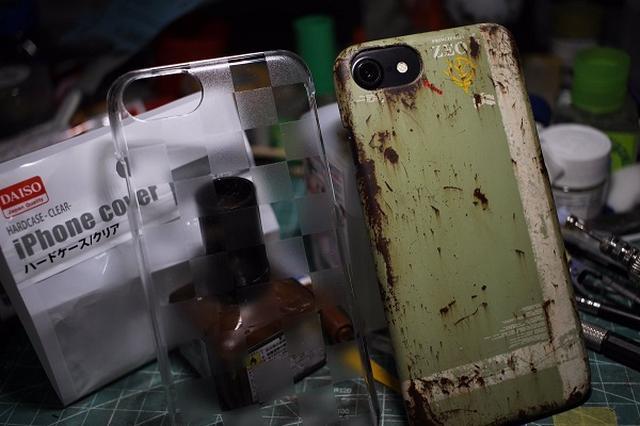 画像1: 100均の「iPhoneケース」にサビ加工を施した作品がカッコいいと、Twitterで話題になっています。 100均の「iPhoneケース」が大変身! 趣味として、おもにガンプラの製作をしているniiharu(@niiharu80)さん。 iPhoneケース完成です! ダイソーのケースを塗装して仕上げました。所要時間丸一日。錆は楽しいですね〜pic.twitter.com/8pjHJFJD2S — niiharu (@niiharu80) 2017年5月28日 ある日、ダイソーで購入した「iPhoneケース」を『機動戦士ガンダム』のジオン軍風に仕上げてみたんだとか。 サビや汚れの加工、塗装などを施してみたそうです。 完成品は、とても [...] irorio.jp