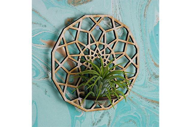 画像: 木のぬくもりに癒やされる♡幾何学模様がオシャレな壁掛けエアプランツホルダー