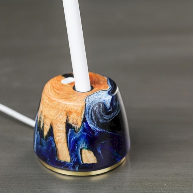 画像: 木のぬくもりとマーブル柄の不思議な組み合わせのApple Pencilドックが美しい...♡