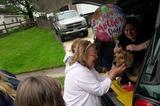 画像1: 米メリーランド州のボルチモアで暮らすビーグル犬のペッパーは、6年もの間、ただひたすら飼い主に愛され、ともに行動し、おやつのチキンを分け合ったワンコだ。 本来ならその幸せはずっと続くはずだった。ただし時の流れは、高齢の飼い主との時間を削り取ってしまった。 泣く泣くペッパーを手放した元飼い主 高齢だった飼い主は、ペッパーの世話だけではなく、自分自身の世話をするのも難しくなってしまった。 とうとう彼女は、高齢者向けの施設に入居することになったのだ。 そこにはペッパーを連れて行けないため、新しい飼い主を探し始めた。しかし入居までに新しい家族は見つからず、5月の上旬にペッパーを地元の動物保護施設であるBARCS Animal Shelterに [...] irorio.jp