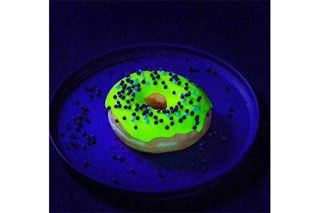 画像: 神秘的!暗闇で光るドーナツ「グローナツ」がネクストブレイクの予感!?
