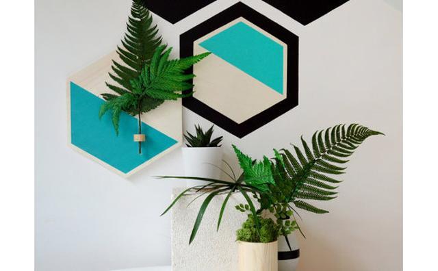 画像: お部屋が癒しの空間に♪ボタニカルモチーフの壁掛けベースが素敵