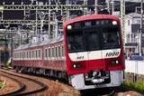 画像1: 「アルミ風船」が原因の電車トラブルがまたも発生した。 月曜朝から「アルミ風船」で電車遅延 京急線で12日朝、井土ヶ谷駅の架線への付着物の影響で一時上大岡駅~横浜駅間の上下線の運転が見合わせに。 全線のダイヤが大幅に乱れ、通勤・通学客の足を直撃した。 9:12 【運行情報】井土ヶ谷駅での架線に付着物の影響で全線の上下線のダイヤが大幅に乱れています。 次の路線にて振替輸送実施中です。 JR線、東急線、横浜市営地下鉄線、りんかい線、東京モノレール、都営... #京急 #keikyu https://t.co/djDfAaW9bB — 京急線運行情報【公式】 (@keikyu_official) 2017年6月12日 SNSへの投稿 [...] irorio.jp