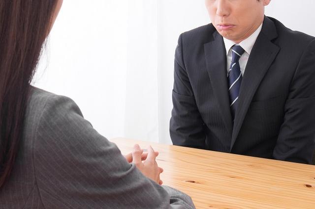 画像1: 2人に1人が「自分の評価が低い」と不満を持っていることが分かった。 50%超が「自分の評価は低い」と思っている 人事評価クラウド型運用サービスを提供する「あしたのチーム」は13日、「一般社員の2人に1人が自分の評価が低いと思っている」という調査結果を発表した。 20~69歳の男女を対象とした「人事評価の悩み・課題」調査で、従業員に「今の会社での自分の評価」について聞いたところ、50.6%の人が「低いと思う」「まぁ低いと思う」と回答。 妥当な評価をされていると考えている人は、半数に満たないことが明らかになった。 「給料・人間関係」より「評価」が不満 さらに、会社の制度や待遇についての不満を聞いたところ、「給料」や「人間関係」を抑えて「 [...] irorio.jp