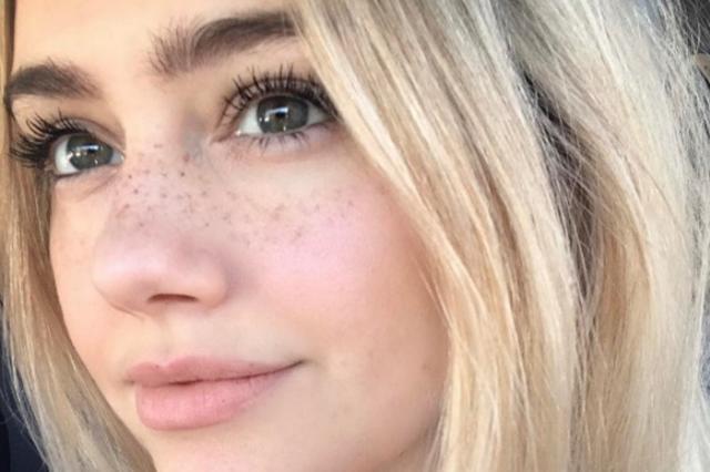 """画像1: 海外の若者の間で""""そばかすタトゥー""""が流行しているそうです。 美肌や美白にこだわる日本人からすると信じられないかもしれませんが、インスタグラムで#freckletattooと検索すると、確かに多くの「そばかすタトゥーいれました!」の投稿が。 Brianne Tweddleさん(@btweddle)がシェアした投稿 – 2017 6月 6 2:13午後 PDT 少女のようなあどけなさとチャーミングな雰囲気 こめかみや頬骨辺りから鼻まで緩やかなラインを描くデザインが人気のよう。 SARAH GRISDALE さん(@sarahgrisdaletattoo)がシェアした投稿 – 2017 5月 20 9:47午前 [...] irorio.jp"""