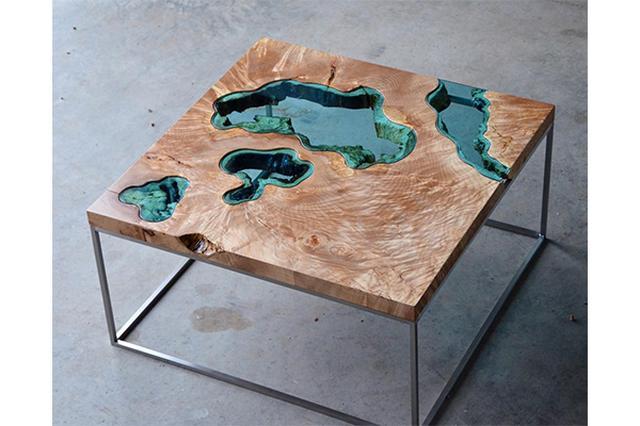 画像: おうちの中に川が出現!?古材でつくった水が流れているようなテーブルがオシャレ