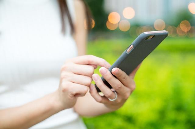 画像1: 近い将来、「060」から始まる携帯電話番号が登場しそうだ。 「020」に続き「060」も開放へ イロリオは今年1月、携帯大手3社で今年10月から「020」で始まる電話番号が使われるようになると報じた。 ついに「020」が登場!2017年10月から携帯番号の枯渇対策で 携帯番号の枯渇対策として、「020」で始まる番号をペットの見守りや自販機・ATMの在庫管理など、機器間ネットワーク通信システム「M2M」の専用番号として利用。 「060」は将来的に携帯電話番号に使うことを見据えて留保されていたが、政府がついに同番号帯を開放する準備に入ったという。 携帯電話番号、昔は10桁だった 携帯電話は1979年(昭和54年)に提供が始まり、10万番 [...] irorio.jp