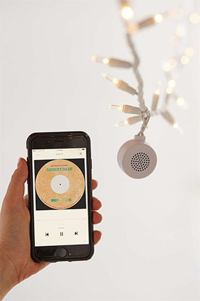 """画像: イルミネーションLEDをつけるなら。ワイヤレススピーカー付き電飾で雨の日の部屋を""""私の最上空間""""に♡"""