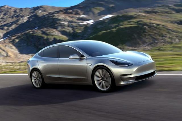 画像1: 電気自動車で勢いのあるTesla社ですが、待望の量産モデルである「Model 3」の生産がいよいよ今月よりスタートし、早ければ納品の恒例セレモニーが7月28日にカリフォルニア本社にて行われるということです!100km6秒以下の凄まじい加速やスーパーチャージャー対応、自動運転機能が装備されたModel 3、いよいよデビューです。 The post Teslaの最新モデル「Model 3」の生産がまもなく開始、納品は7月末よりスタート! appeared first on Spotry.me. spotry.me