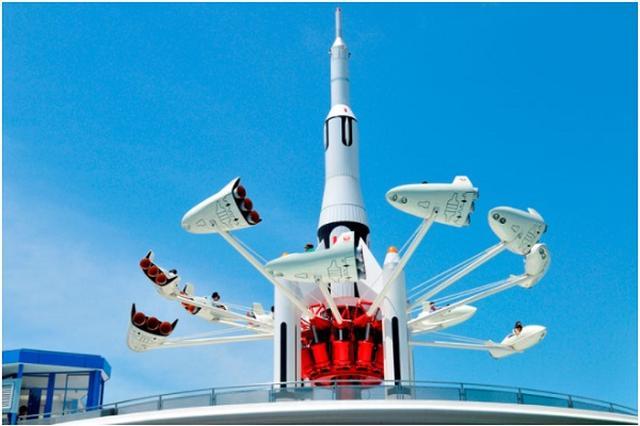 画像1: 「スタージェット」が10月にラストフライトを迎えると分かり、衝撃が広がっている。 10月10日で「スタージェット」終了 東京ディズニーリゾートは5日、アトラクション「スタージェット」のフライトを10月10日で終了すると発表した。 【いよいよラストフライトへ!】東京ディズニーランド開園当初から親しまれてきた「スタージェット」が、10月10日で約34年間のフライトを終了します。これまでの感謝をこめて、オリジナルシールの配布や遊覧飛行ご招待キャンペーンを実施>> https://t.co/1wTafisjKB pic.twitter.com/c47flm5RG6 — 東京ディズニーリゾートPR【公式】 (@TDR_PR) 2017年7月5 [...] irorio.jp
